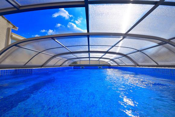 Abri de piscine t lescopique abris piscine piscin ale - Entretien piscine hivernage actif ...